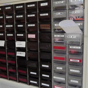 薬品保管ケースを連絡ボックスとして利用している様子